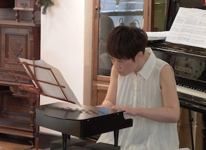 トイピアノ演奏