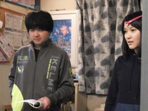 真剣な場面を練習中の姉田中さんと千葉さん