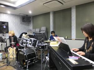 キーボードの伊藤和美さん ギターのNOGiさん パーカスのマイマイさん