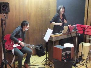 稽古に熱が入る伊藤さんとNOGIさん。